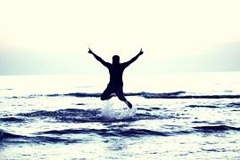 boy-flying-happy-boy-693381__180