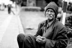 image-poor-homeless-1775239_1920